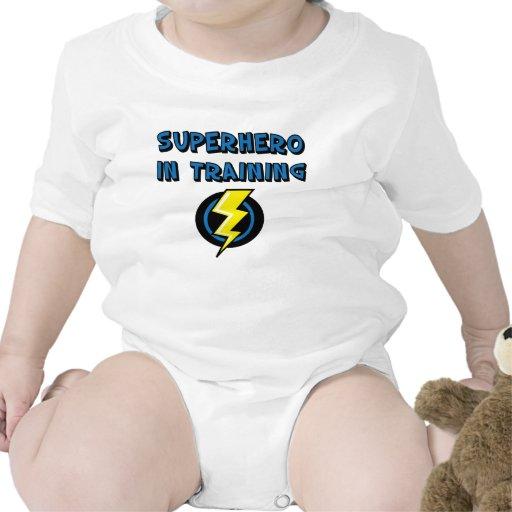Super héroe en el entrenamiento trajes de bebé