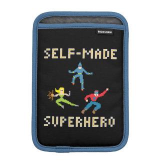 Super héroe - mini manga vertical del iPad Fundas Para iPad Mini