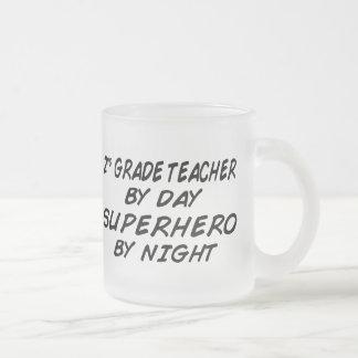 Super héroe por noche taza