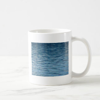 Superficie del agua taza clásica