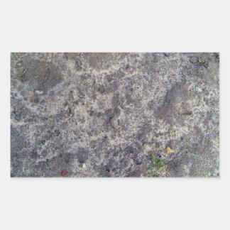 Superficie mojada de la arena después de la lluvia pegatina rectangular