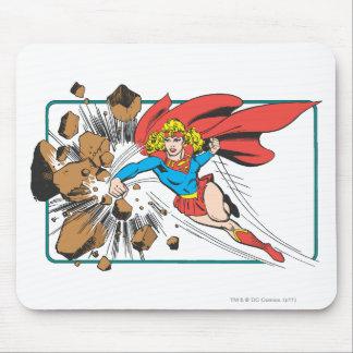 Supergirl destruye Boulder Alfombrillas De Raton
