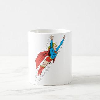 Supergirl se eleva arriba taza de café
