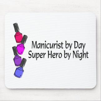 Superhéroe del manicuro alfombrillas de ratones