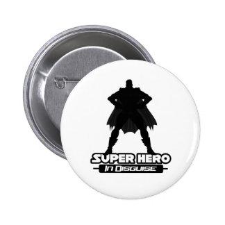 Superhéroe en disfraz pin