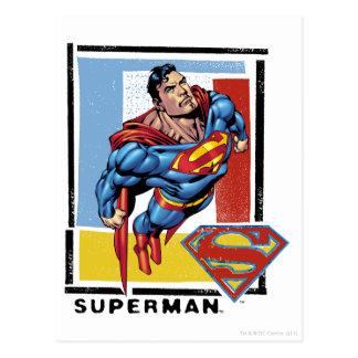 Superhombre con el fondo colorido postal