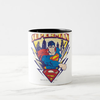 Superhombre con electricidad taza