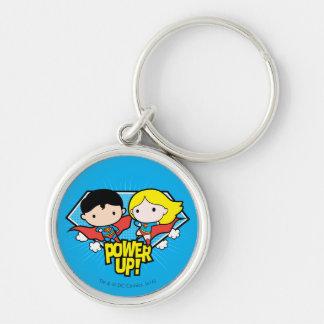 ¡Superhombre de Chibi y poder de Chibi Supergirl Llavero Redondo Plateado