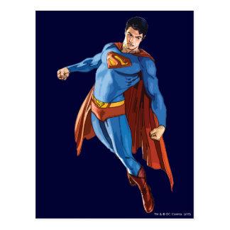Superhombre que mira abajo tarjeta postal