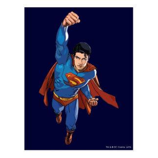 Superhombre que vuela adelante postales