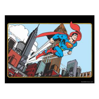 Superhombre y rascacielos postal