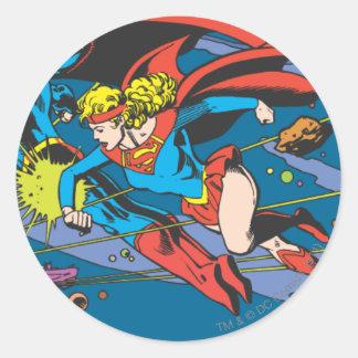 Superhombre y vuelo de Supergirl Pegatina Redonda