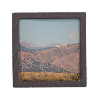 Supermoon sobre las montañas rocosas de Colorado Caja De Regalo De Calidad