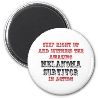 Superviviente asombroso del melanoma en la acción imán para frigorífico