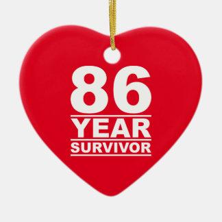 superviviente de 86 años adorno navideño de cerámica en forma de corazón