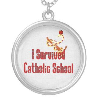 Superviviente de la escuela católica collar plateado