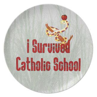 Superviviente de la escuela católica platos de comidas
