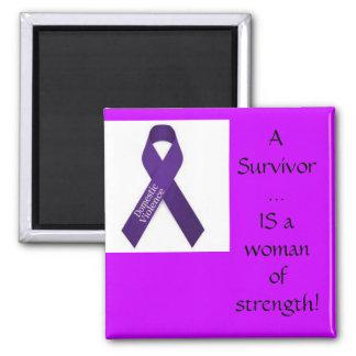 Superviviente de la violencia en el hogar imán cuadrado