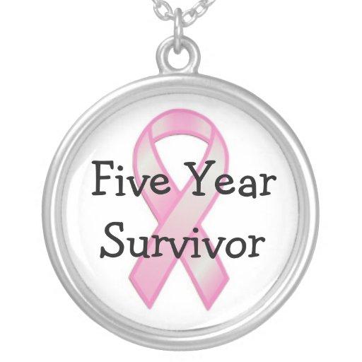 Superviviente del cáncer de pecho cinco años colgante redondo