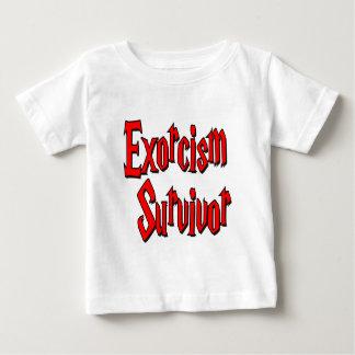 Superviviente del exorcismo playera de bebé