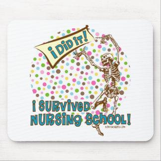 Superviviente esquelético de la escuela de enferme tapete de ratón