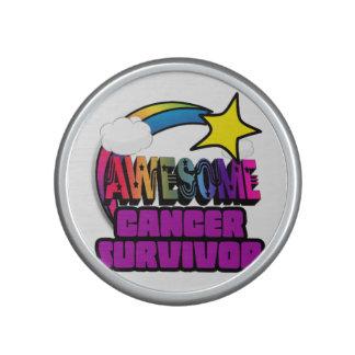 Superviviente impresionante del cáncer del arco altavoz