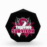 Superviviente próspero del cáncer de garganta
