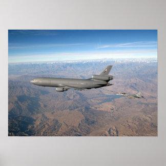 Suplemento KC-10 y avispón del FA 18 Póster