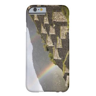 Suramérica, Perú, Machu Picchu. Arco iris encima Funda Barely There iPhone 6