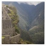 Suramérica, Perú, Machu Picchu. Ruinas de la piedr Azulejo Cuadrado Grande