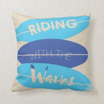 Surfbrett surfers surf waves throw pillow