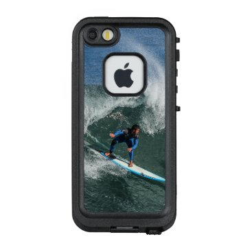 Beach Themed Surfer on Blue and White Surfboard LifeProof FRĒ iPhone SE/5/5s Case