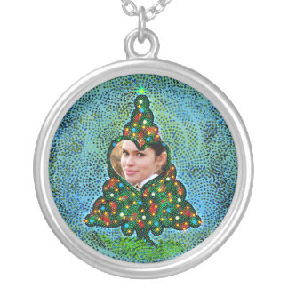 Surrounded by the Christmas spirit Jewelry