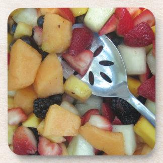 Surtido colorido de la fruta posavasos