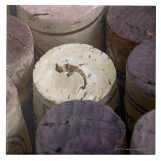 Surtido de corchos usados, macro. Los corchos tien Azulejo Cuadrado Grande