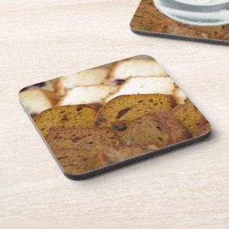 Surtido de panes y de tortas del desayuno posavaso