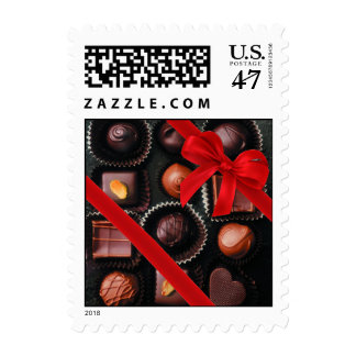 Surtido del caramelo de chocolate dulce con el sello postal