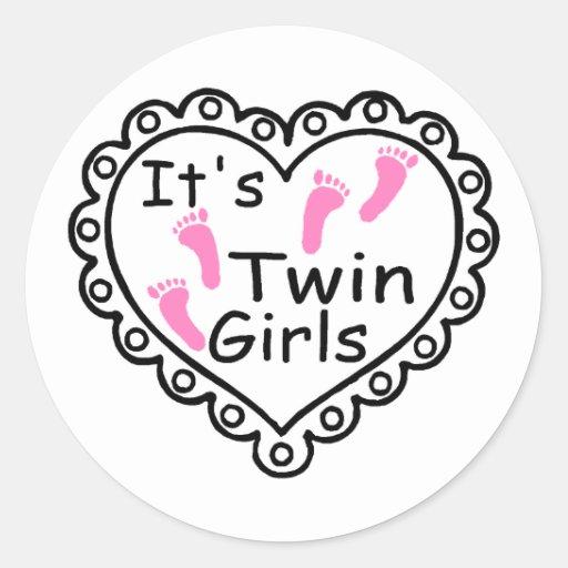 Sus corazones rosados de las huellas de los chicas etiquetas redondas