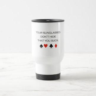 Sus gafas de sol no ocultan que usted chupa la cam taza de café
