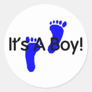 Sus huellas de un bebé del muchacho pegatina redonda