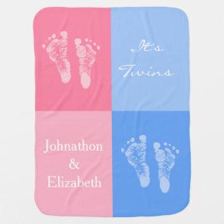 Sus huellas rosadas lindas gemelas del bebé del mu mantita para bebé