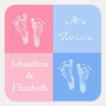 Sus huellas rosadas lindas gemelas del bebé del mu calcomanías cuadradass personalizadas