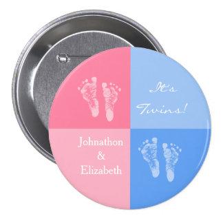 Sus huellas rosadas lindas gemelas del bebé del mu pin redondo 7 cm