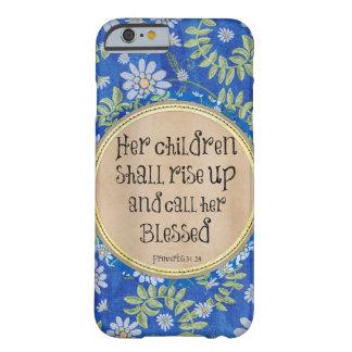 Sus niños se alzarán y la llamarán bendecida funda de iPhone 6 barely there