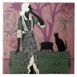 Susana y gato, moda del vintage en lila y verde tejas  ceramicas