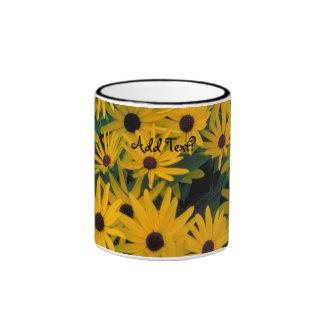Susans observado negro dulce florece la taza de la