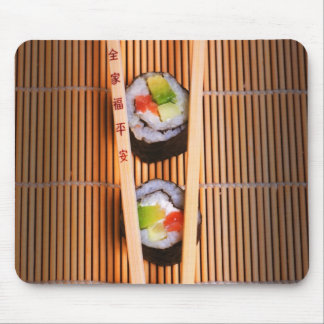 Sushi y palillos de madera alfombrillas de ratón