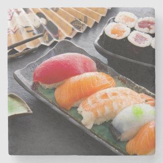 Sushi y rollos posavasos de piedra