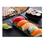 Sushi y rollos postal