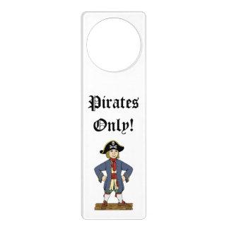 Suspensión de puerta linda del chaval del pirata colgador para puerta